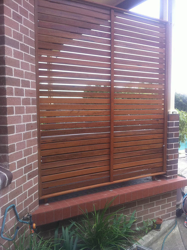 Timber privacy screens thomsons outdoor pine for Outdoor wood privacy screen